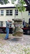 Bildhauer Clemens Strugalla installiert Skulptur, 30.5.2017
